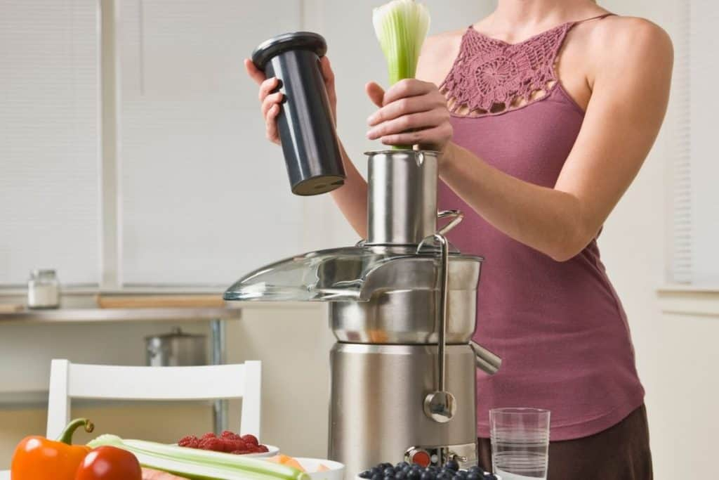 difference between slow and fast juicers