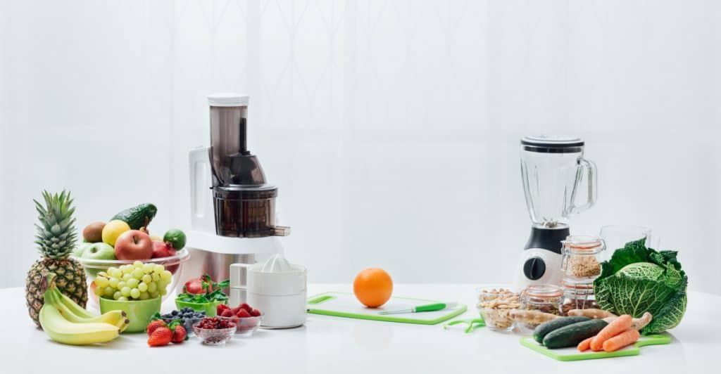 what is the difference between a juicer and a blender